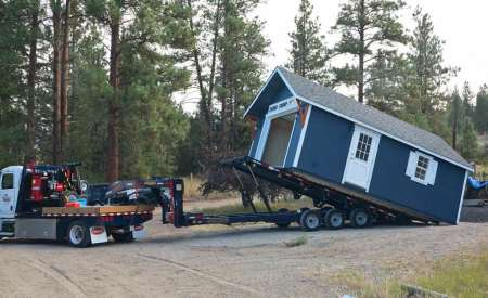 Unloading a structure from a trailer